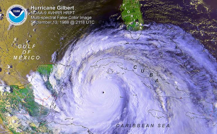 """""""Gilberto"""" en toda su extensión se acerca a México. Foto del Centro Nacional de Huracanes de EE.UU."""