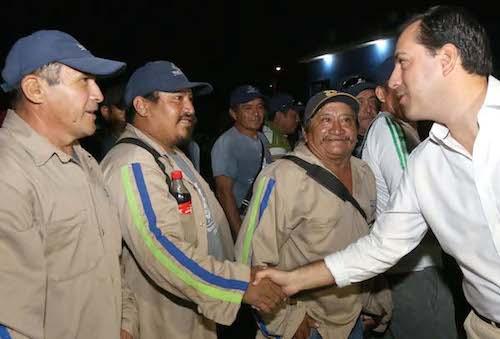 Trabajadores municipales (Oriente)  reciben al alcalde Mauricio Vila