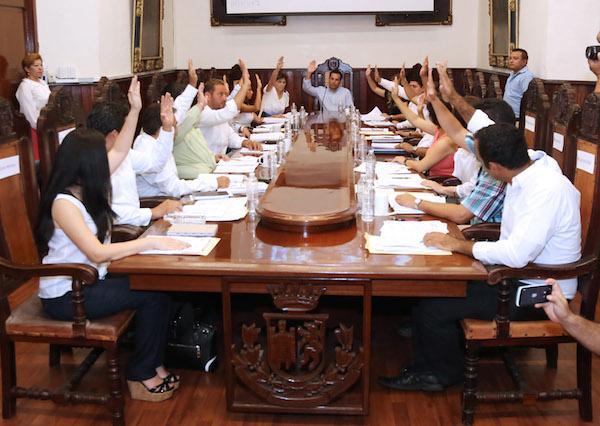 El nuevo Cabildo de Mérida votando esta mañana del miércoles