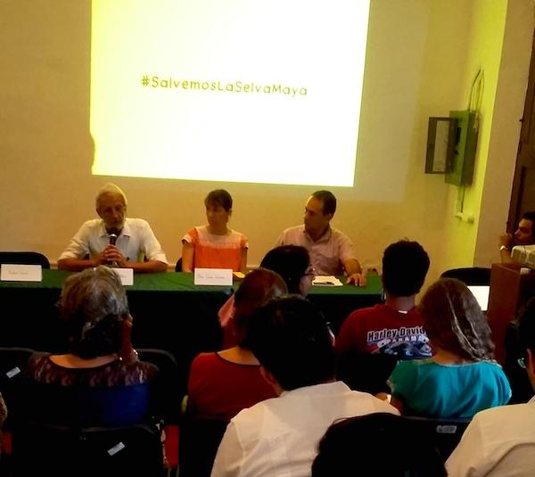 Eduardo Batllori, Irma Gómez y Miguel Angel Munguía, en la Biblioteca del Maestro