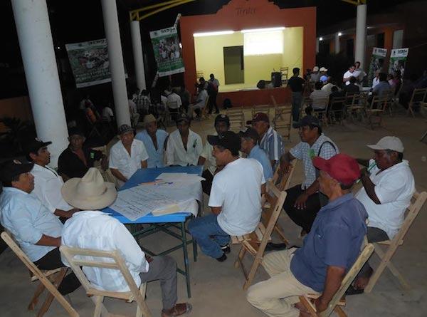 Mesas de trabajo de ejidatarios en Tixméhuac