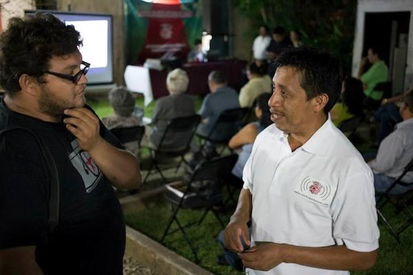 Bernardo Caamal Itzá en la inauguración de radio.elchilambalam.com