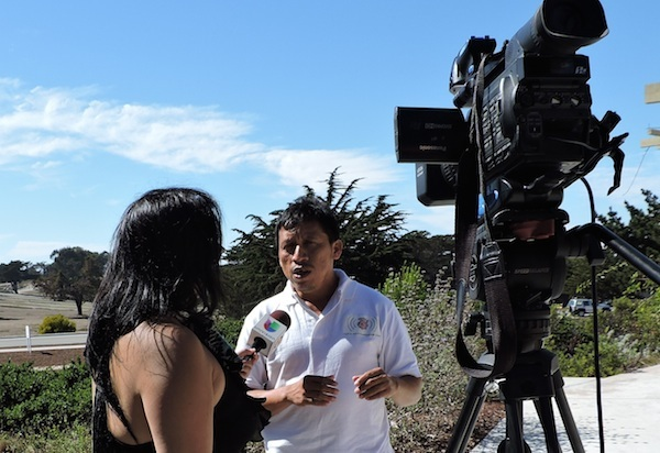 Bernardo Caamal Itzá, en una entrevista televisiva en San Francisco, California