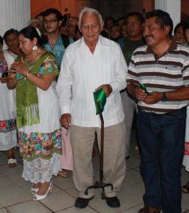 Tres escritores mayas. Briceida Cuevas, Domingo Dzul y Pedro Uc, en un evento poético en el Olimpo en 2003