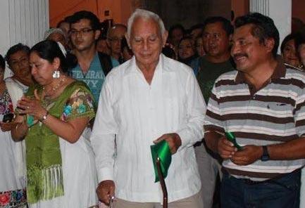 Los escritores Briceida Cuevas, Domingo Dzul Poot y Pedro Uc Be alias Lázaro Kan Ek, en 2003