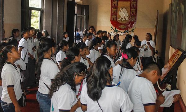 Estudiantes de telesecundaria de Popolá