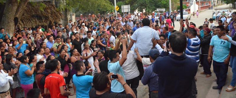 Júbilo popular tras la elección de Balam Cupul, nuevo comisario municipal de Dzitnup