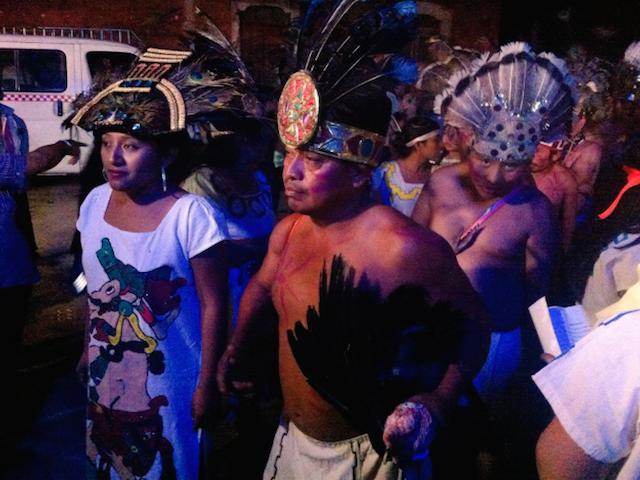 Un pavo es llevado al ritual anual, como cada 21 de enero, en Dzitás