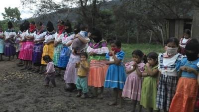 """Zapatistas hoy: """"Vivimos mejor que los que se han vendido a los partidos"""""""