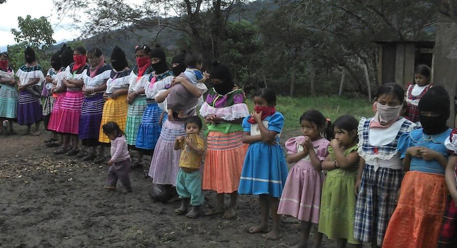 Foto Luis Peniche / Maestros de la escuela zapatista de la comunidad de Sititil, Chiapas