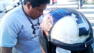 Motociclista sobrevive en Mérida a un tercer accidente, protegido por su casco