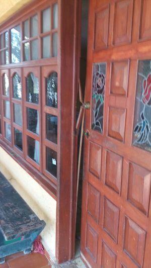 La puerta del domicilio de Nínive Paz Rivera, con la cerradura rota
