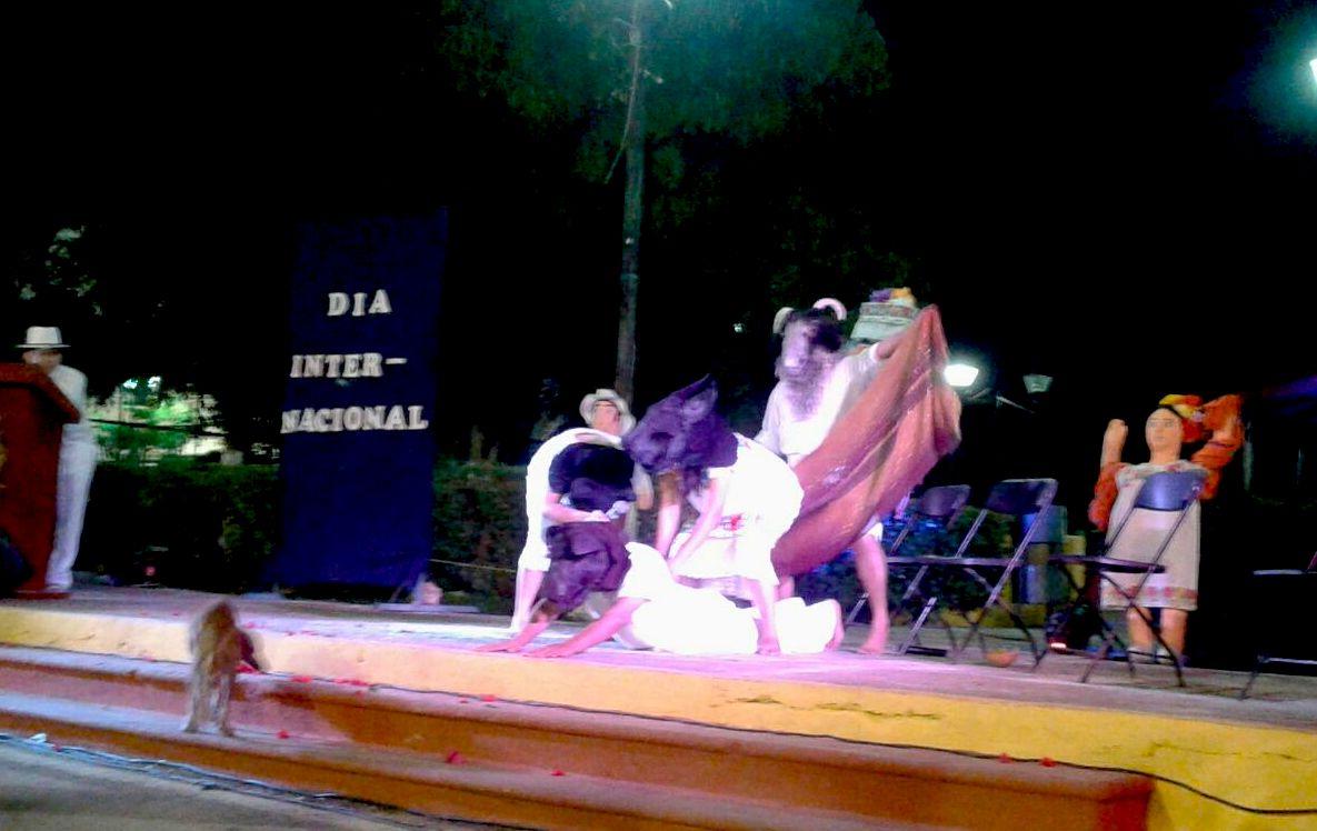 Los Wáay en el escenario, en Conkal