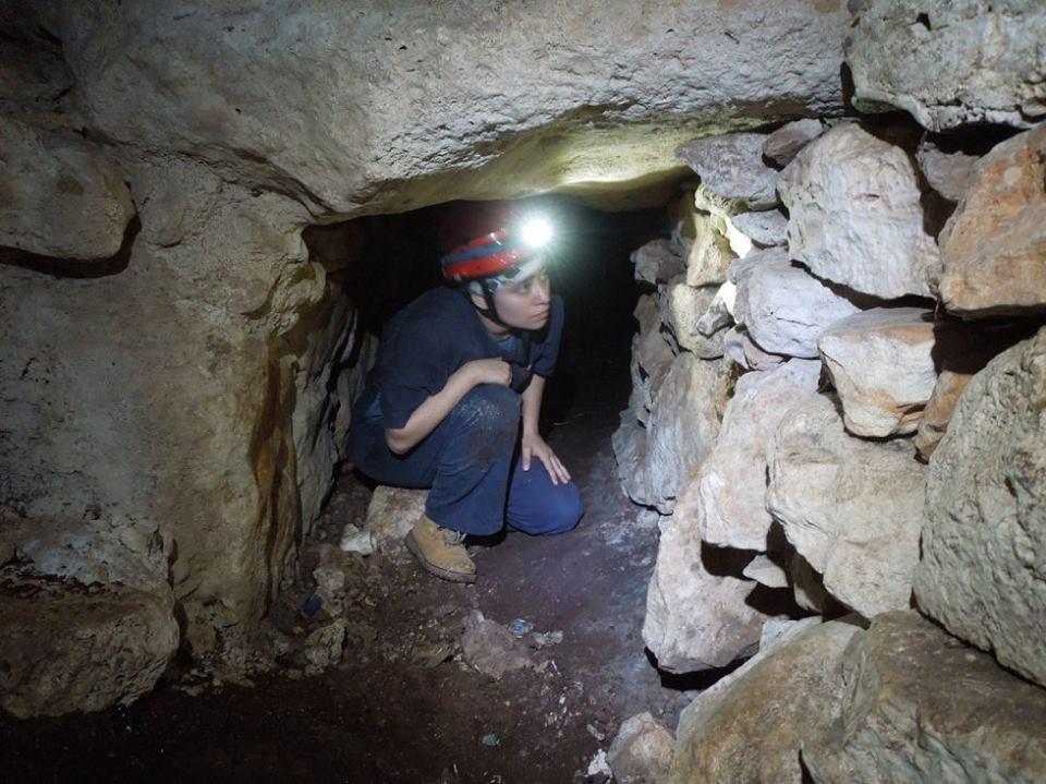 Foto de Grupo Ajau / Muro prehispánico en cueva de Mérida
