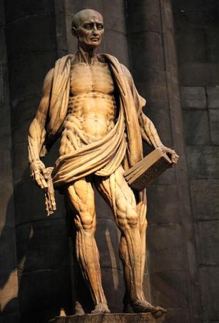 San Bartolomé desollado, obra maestra de Marco de Agrate en la Catedral de Milán, Italia.