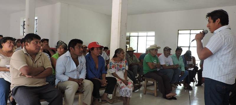 Apicultores mayas reunidos en Tahdziu