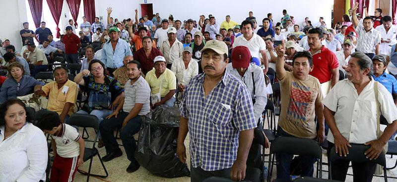 Los funcionarios federales encontraron a representantes de comunidades decididos
