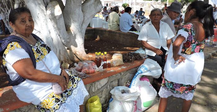Mujeres mayas en la feria de semillas en Iturbide, Hopelchén