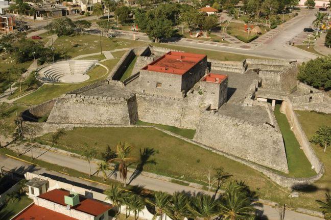 Vista aérea del fuerte de Bacalar