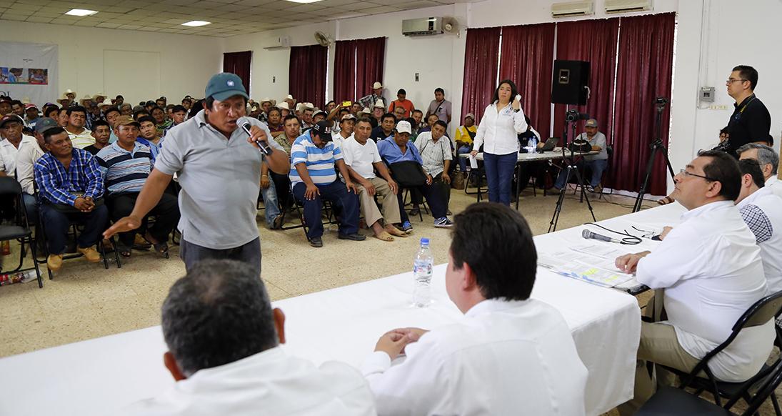 """Una escena en Hopelchén, en la mentada """"consulta indígena"""" que se lleva a cabo en Campeche por la siembra de soya transgénica"""