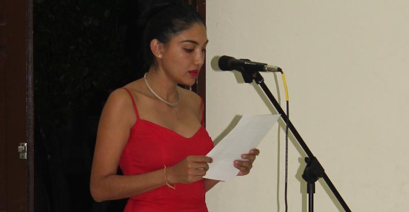 Lolbé González Arceo durante la lectura del primer capítulo de su novela