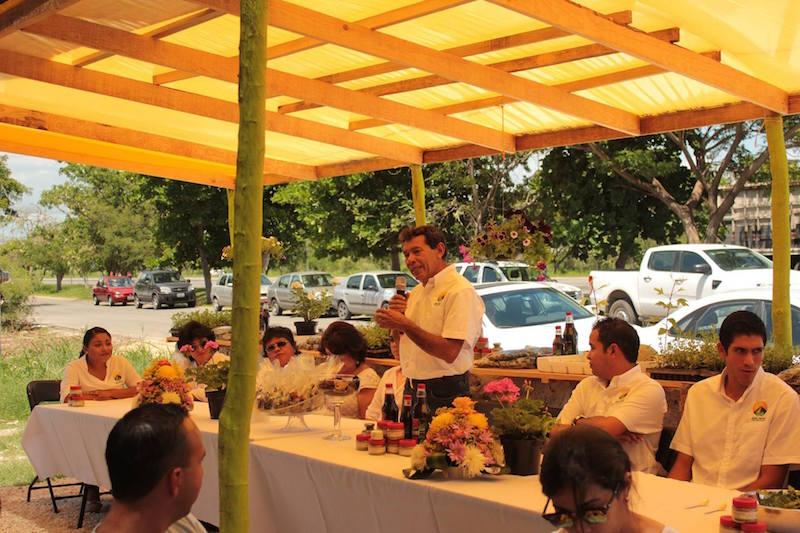 El ingeniero Lorenzo Balam en la inauguración de Janal Organic, empresa especializada en productos orgánicos