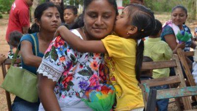 Indemaya maltrata a una familia maya en Xmatkuil 2016