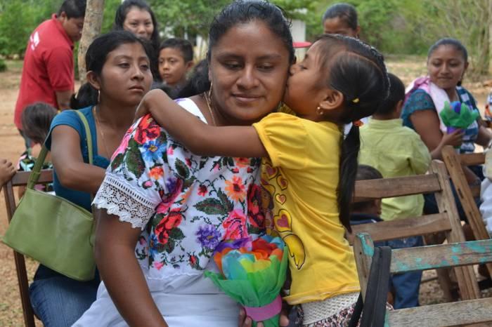 Familias mayas visitan la Feria de Xmatkuil, en Mérida