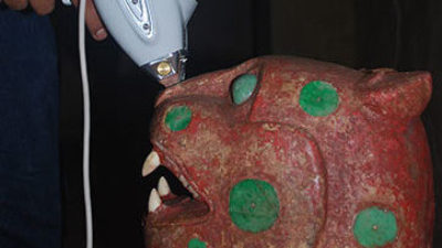 Cinabrio, pintura de lujo y diluida que hace de mortaja al Trono Jaguar