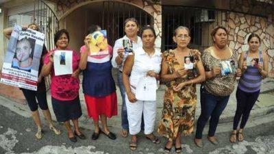 La PGR ofrece $69 millones por 35 desaparecidos y sus secuestradores