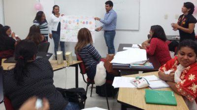 Maestra maya trilingüe espera su pago de la SEP desde hace año y medio