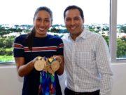 La nadadora olímpica Karem Faride Achach se reúne con Mauricio Vila