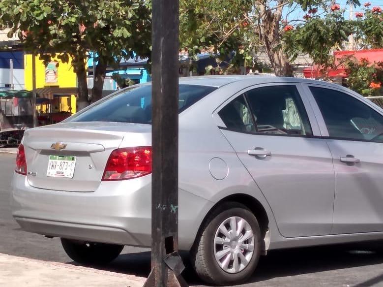Auto en que llegó la presunta funcionaria a Ixil