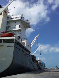 Barco estrella trae aerogeneradores a Progreso